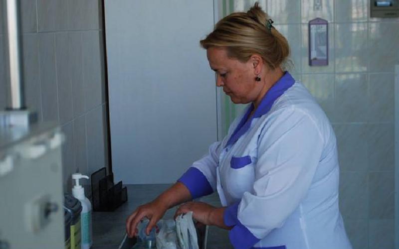 Peste 2.000 de oameni rămân fără asistență medicală? Două asistente care au ținut mulți ani loc de doctor au decis să părăsească sistemul. Acuzații de malpraxis și presiuni ar fi la mijloc